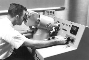 ELECTRON MICROSCOPE 1969
